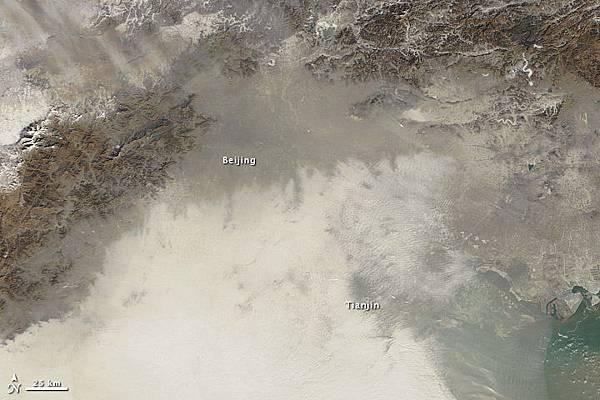 美國航天局1月14日拍攝的中國北方上空的陰霾。(美國航天局)