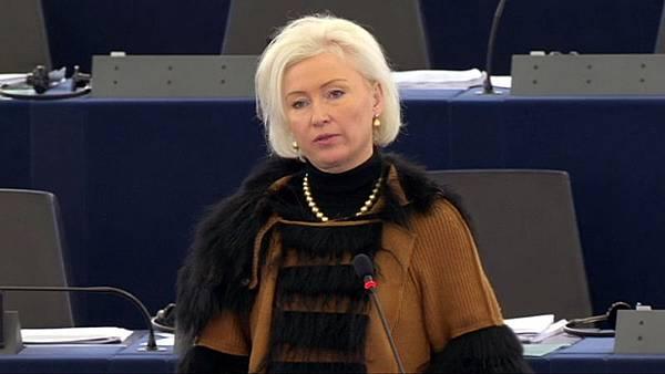 曾任愛沙尼亞外交部長的歐洲議會議員奧尤蘭女士( Kristiina OJULAND)在辯論會上發言(歐洲議會網站提供)
