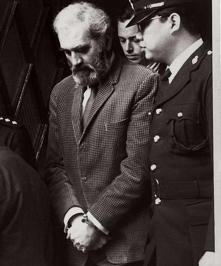 叱吒一時的前總警司葛柏,終難敵廉署追捕,被引渡返港受審。