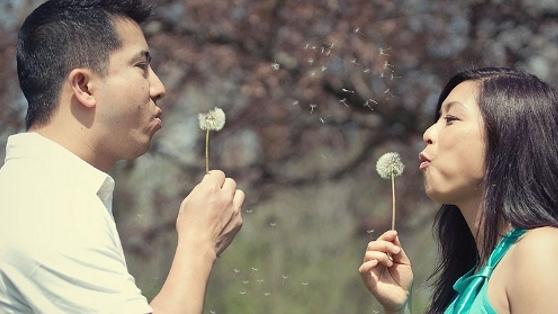 2. 有錢沒錢,租個男友回家過年 中國的單身女子上了一定歲數就會被親朋好友、三姑六婆問長問短。為了解決這個問題,有人決定租一個男友過年。單身男子也有這等煩惱吧……