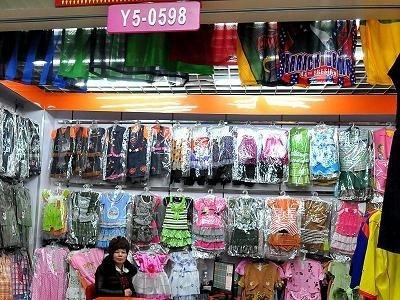 綠色和平組織近日發表最新調查報告顯示,中國兩個最大的童裝生產重鎮所生產的童裝殘留多種環境激素,以及危害生殖系統的有毒化學物質。(網絡圖片)