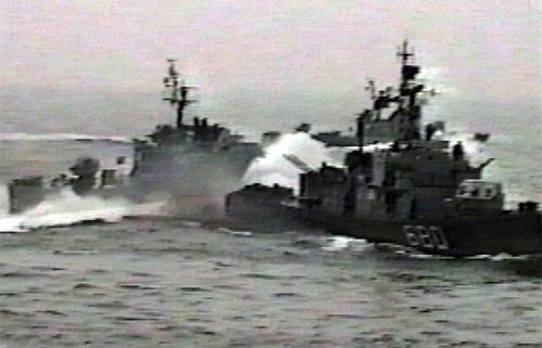 近日美國媒體曝光,中美軍艦12月5日在南海險些擦槍走火,引發全球關注。(網絡圖片)