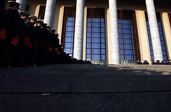 中共前政法委書記「周永康被抓」成為國際關注的中國政局焦點,隨著周永康在政法系統的黨羽李東生落馬,證實對周永康的調查從經濟延伸到政法系統--江澤民集團罪惡的核心地帶。(Getty Images)