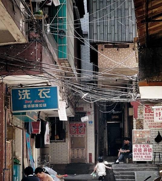 在中國有大量這樣的破舊、擁擠不堪的房子。(網絡圖片)
