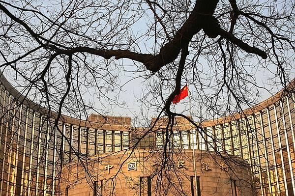 中共央行控制流動性「總閥門」,中共扭曲了銀行的資金結構,資金在金融系統空轉成為一種遊戲,也使中共聲稱的金融改革成為偽命題。(Photo by China Photos/Getty Images)