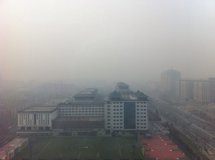 圖為陰霾下的北京。(網絡圖片)