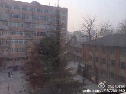 圖為陰霾下的鄭州。(網絡圖片)