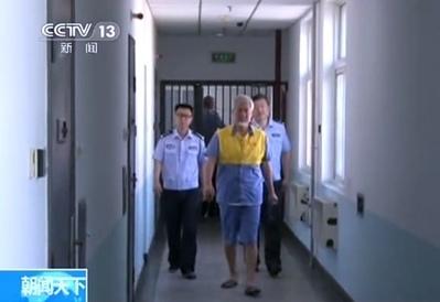 8月23日,北京警察抓捕了網路「大V」薛蠻子(真名薛必群)。官方稱警方在掃黃中「無意中」發現了薛蠻子,但民眾懷疑這是釣魚執法,故意設下圈套讓他鑽。(網絡圖片)