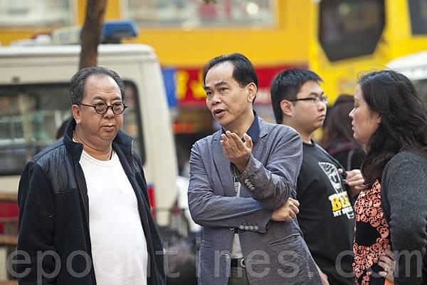 青關會閪人榜:副會長林國安(左)和主席洪偉成(右)。(余鋼/大紀元)