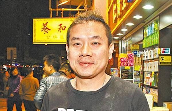 香港人 呂先生:「如果收到假鈔都冇辦法,自己小心啲。」