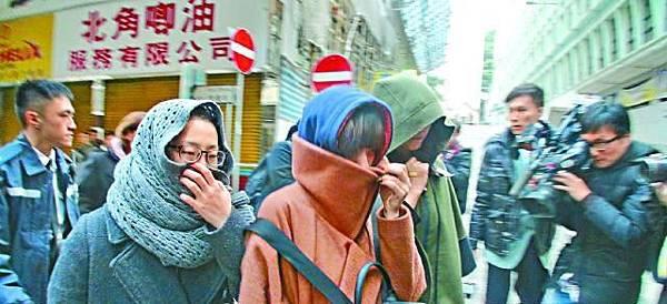 ■三名韓籍女子一度攀出外牆棚架往毗鄰單位求救,最終逃出鬼門關。劉柏麟攝