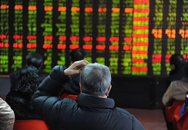 2013年中國大陸股市全線下跌,在全球十大股指中表現最差。而6年之內,大陸股票市值蒸發7.81萬億元。  (ChinaFotoPress/Getty Images)
