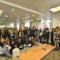 《明報》員工關注組傍晚召開大會,共有過百名員工出席。(明報員工關注組FACEBOOK)