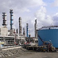 挪威受惠於石油和天然氣價格高漲,成立的主權財富的基金淨值締造了新的里程碑,使所有挪威人都成為了百萬富  翁。圖為挪威Kaarstoe的天然氣處理廠。(IGOR GEDILAGHINE/AFP/Getty Images)