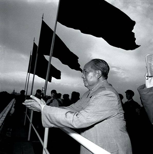 ●毛澤東1966-10-1 文革高潮,在天安門。