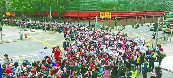 ■5,000人昨遊行聲援Erwiana,促政府正視外傭受虐問題。劉柏麟攝