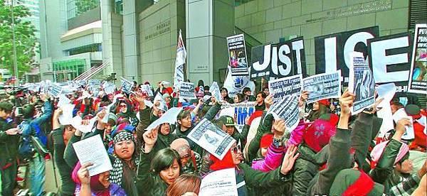 ■遊行人士到警察總部請願促徹查虐傭案,將無良僱主繩之於法。