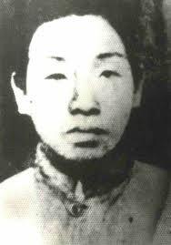 中共宣傳小說《紅巖》中的「雙槍老太婆」鄧惠中,在49年後,被中共當作叛徒,死在大牢裡,直到1982年才被追認為中共的烈士。(網絡圖片)