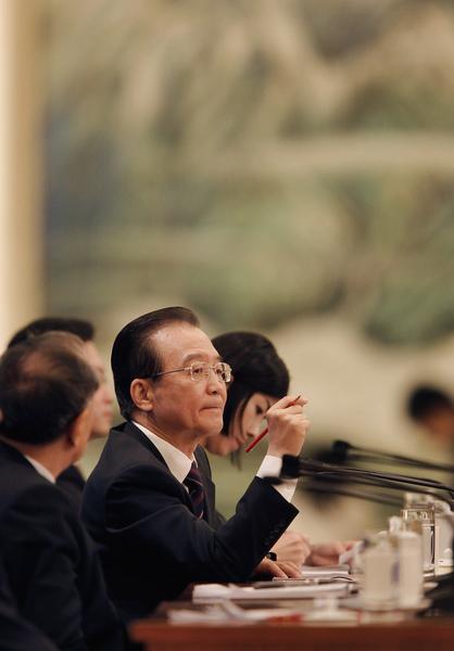最近,溫家寶一封信在港媒公開,之後,海外有江派背景的媒體繼續對溫家寶進行攻擊,令溫家寶再度被捲入中共政治鬥爭的「暴風中心」。(Lintao Zhang/Getty Images)