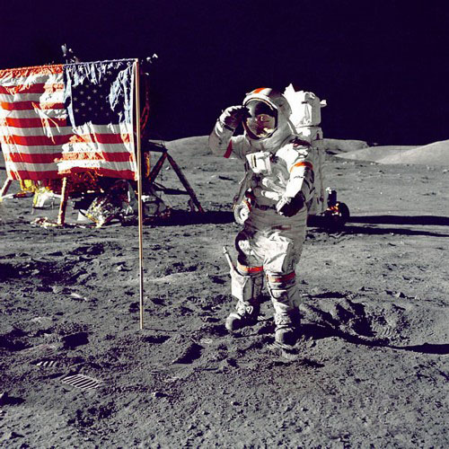 ●美國載人登月計劃共成功飛行16 次,耗費250 億美元。這是1972 年12 月阿波羅17 號最後一次登月的2 張照片。