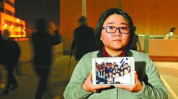 ■鄭詠欣讚揚許志永為維權的付出,並展示當年與同學到北京見許的合照。