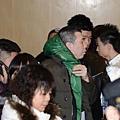 春晚直播結束後,馮小剛則混跡在離場的觀眾中,悄然離開央視。(網絡圖片)
