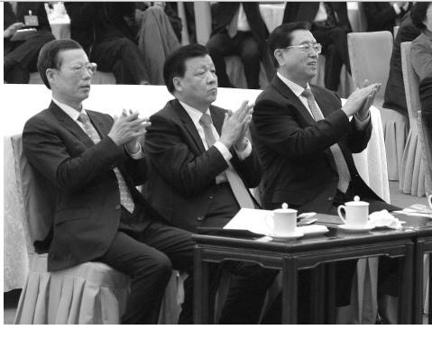 1月29日,中南海高層「大分裂」在2014年團拜會上曝光於天下。七常委中三個江派坐在一邊,另一邊是習李陣營,可謂「涇渭分明」。(網絡圖片)