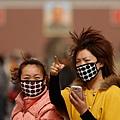 中共黨媒報導,中共今年兩會召開日期已經確定。今年新年伊始,陰霾、禽流感的新聞佔據媒體大量篇幅;去年中共兩會期間,有關沙塵暴、黃浦江死豬的消息不斷。 不僅如此,2014年,更被稱為中共經濟的凶險年;同時,中國政治局勢正在發生變化,中共江澤民集團勢力不斷遭到打擊,由將出現的「抓捕周永康」所引發的政治風暴也已經逼近。