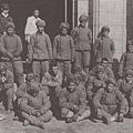 被韓國民兵俘獲的志願軍戰俘。(網絡圖片)