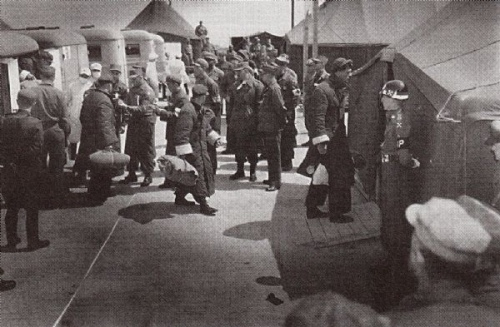 在板門店三八線處交換的美軍戰俘很輕鬆的回到聯合國軍一方。(網絡圖片)