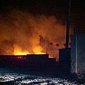 山東省淄博市朱台鎮王營村上百村民不堪汙染,(1月28-29日砸燒了附近的一家化工廠。(中國茉莉花革命網)