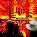 大陸銀行的不良雙升風險高企已是眾所周知。有銀行內部消息稱,已出現集體違約。中共深知危機來臨,試圖用  民間資本解困,但危機已不可避免。(AFP)