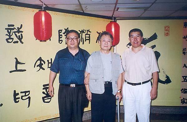 ●毛遠新(中)是毛選的軍委接班人、殺害張志新的主犯。蒯大富(左)是毛江的寵兒,作惡不少。這些文革紅  人,坐了牢,是不是已經懺悔?