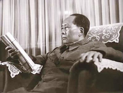 ●毛澤東以秦始皇自居,根本沒有馬克思主義與現代政治的素養。《資治通鑑》是一部300 萬字的史書。毛晚年自吹讀了17 遍。可能嗎?