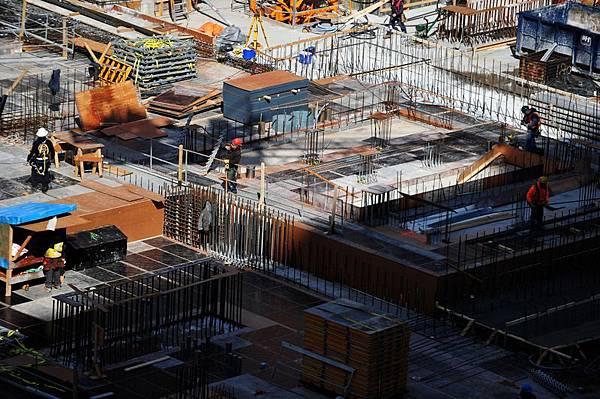 目前大陸一線四個城市虛火上升但有價無市,其餘六百多個城市寒意更甚,業內人士稱仍然健康的城市不過20多個,今年做甚麼都可以,唯獨不能買房。(Jewel Samad/AFP)