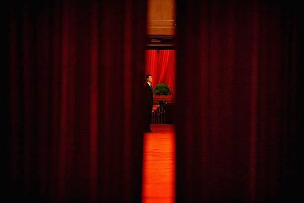 在整個重慶事件過程中及中共十八大前,胡錦濤曾經多次錯失抓捕周永康的良機。近期,胡錦濤家族的負面信息  不斷被放出,顯示江澤民集團已在拚死一搏。(Feng Li/Getty Images)