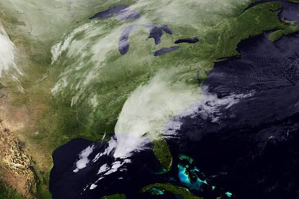 新一輪冬季風暴橫掃美國德克薩斯州、路易斯安那州、密西西比州和阿拉巴馬州後,於2月12日(星期三)抵達喬治亞州,並襲向東海岸大部分地區,預計將給這些地區帶來惡劣天氣。(NOAA via Getty Images)