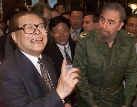 在古巴,江怪胎似的表情,連卡斯特羅都快看不下去了。(網絡圖片)