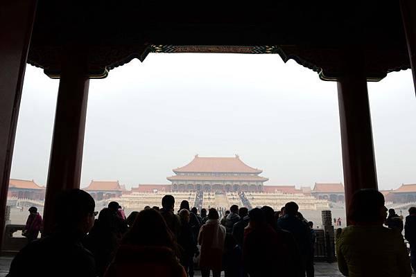 近日,著名財經評論家牛刀發出中國金融就要開始雪崩的警告。圖為,2014年2月15日,北京一景。(STR/AFP/Getty Images)