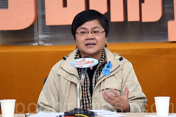 記協主席岑倚蘭表示,今次無國界記者組織公佈的香港新聞自由度排名大跌,相對在2002年的第18位,短短12年已  經暴跌了43位,連日本和台灣都不如。(潘在殊/大紀元)