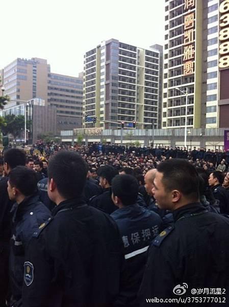2月11日,廣州穗保安全押運公司上千名押運員罷工,因不滿薪酬待遇和公司槍支管理問題,上街堵路抗議,要求  與公司高層對話。罷工致使廣州市內工行、農行、中行、建行、招行、郵儲及興業銀行等地部分銀行無錢可取。