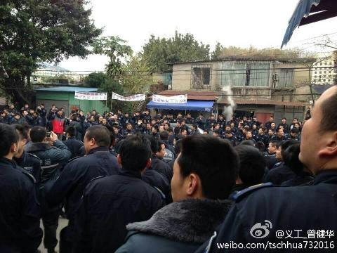 2月11日,廣州上千押鈔員因薪酬和公司槍支管理問題罷工,導致多家銀行無錢可取。(網絡圖片)