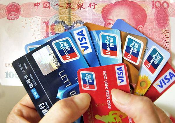 被中國民眾暱稱為寶寶軍團的互聯網金融,因觸動權貴原有利益而遭非議,甚至傳出應取締的聲音。 (Franko Lee/AFP/Getty Images)