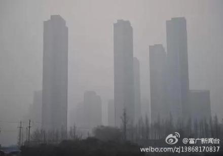 北京市2月20日發佈2014年首個空氣重污染黃色預警,21日因污染加重,預警升級為橙色。圖為北京2月21日的街景。(網絡圖片)