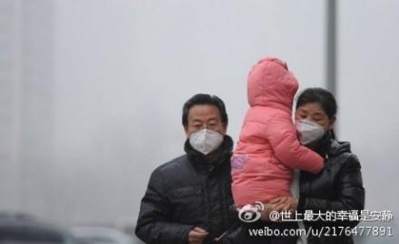 北京市2月20日發佈2014年首個空氣重污染黃色預警,21日因污染加重,預警升級為橙色。圖為北京2月20日的街景。(網絡圖片)