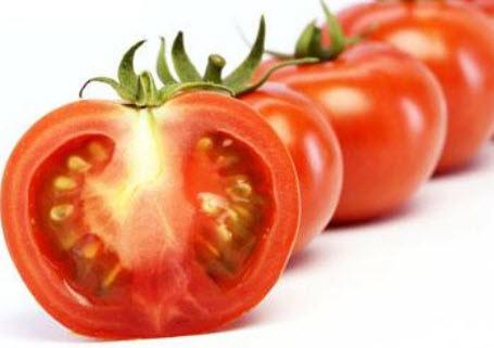 買蕃茄要注意,屁股突出來的,是打激素的。(網絡截圖)