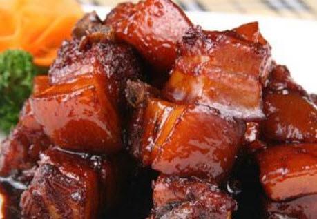 紅燒肉出鍋前加入乙基麥芽酚,加熱後產生有光澤的鐵銹紅,並且會增加紅燒肉醇厚的香氣……(網絡截圖)