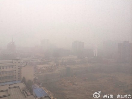近日外媒報導稱,中共央視工作人員就陰霾在微博對  政府點名叫板後被開除。最近,覆蓋中國大陸大面積國土的陰霾已持續7天。網民憤怒稱,中共對環境的毀滅性破  壞,已達「萬劫不復」的地步。