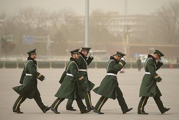 2月27日,中共國防部發言人透露,中共軍隊體制編製調整方案,有關方面正在進行研究論證。此前的中共十八屆三中全會《決定》,中南海首次表明要對軍隊重新洗牌。圖為,北京天安門一景。(Feng Li/Getty Images)