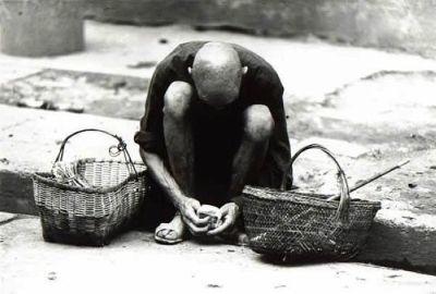 一位為了生存而做小買賣的老爺爺。(網絡圖片)